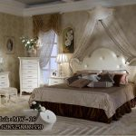 Tempat Tidur Untuk Kamar Utama Model Klasik Modern