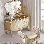 meja rias warna emas