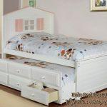tempat-tidur-sorong-model-rumah-rumahan